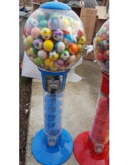 Gift vending machine globe